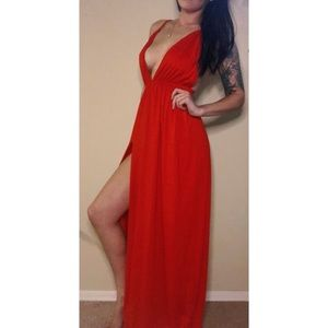 Dresses & Skirts - 💥 50% off | Red low cut maxi dress w/ slit